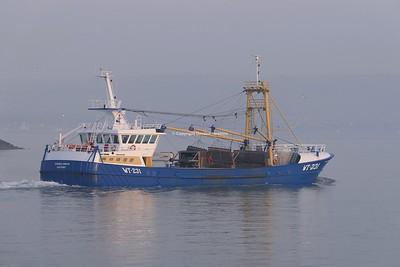 7.11.20. WT-231 EMERALD GRATIA departs the Port of Belfast.