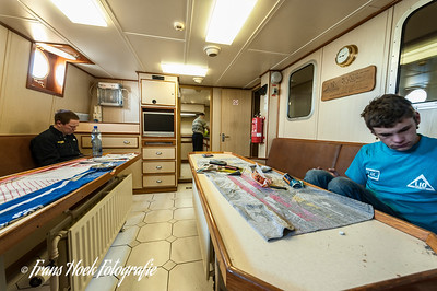 Crew space and galley. / Bemanningsruimte en kombuis.