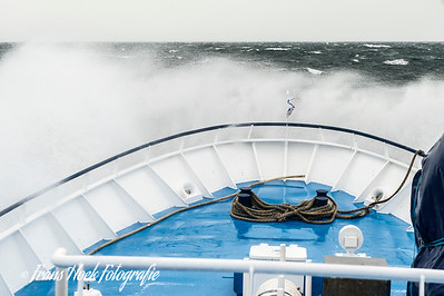 Foreward deck in windforce 8 / Voordek bij windkracht 8