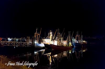 The Port of Lauwersoog by night. / De haven van Lauwersoog op zondagnacht.