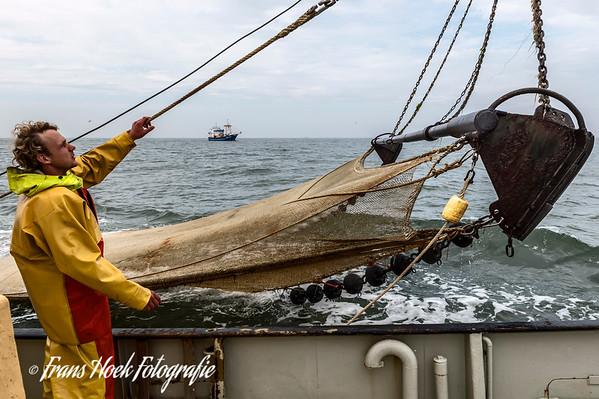 Retrieving the net on the ZK-47. / Ophalen van het net op de ZK-47.