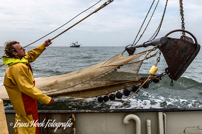 Retrieving the net on the ZK-47. / Ophalen van het net op de ZK-47.