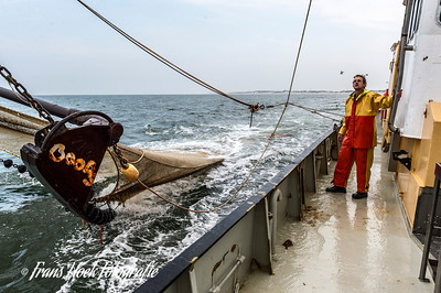 Hauling the net on the ZK-47. / Halen van het net op de ZK-47.