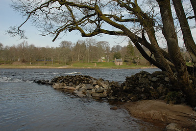 The wash house hut, Stanley, on the River Tay.