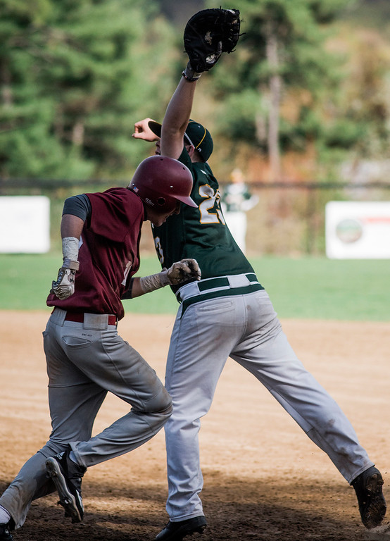 . Oakmont\'s Sean Richard tags Fitchburg\'s Sage Bray out at first on Wednesday, May 10, 2017. SENTINEL & ENTERPRISE / Ashley Green