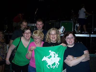 front: Susan, copeland_girl5, samburusunset, mairinpgh back: unknown weird guy   (photo courtesy of Susan)