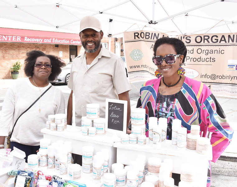 Lauren Fisher, Neal Fisher and Robin Fisher, Robin's Lynns Organic Products