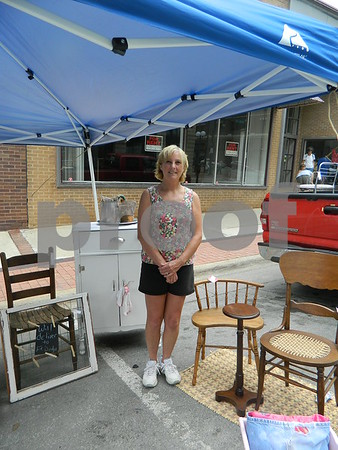 Dianna Hanna selling Antiques