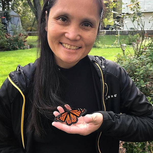 Ah finally, released a #monarch #butterfly with Tee! I named this #monarchbutterfly... Little Tina. 😛 @icee_t is usually at work. Smaller than usual but it flew... too soon! We weren't able to take more photos. She needs the time to start