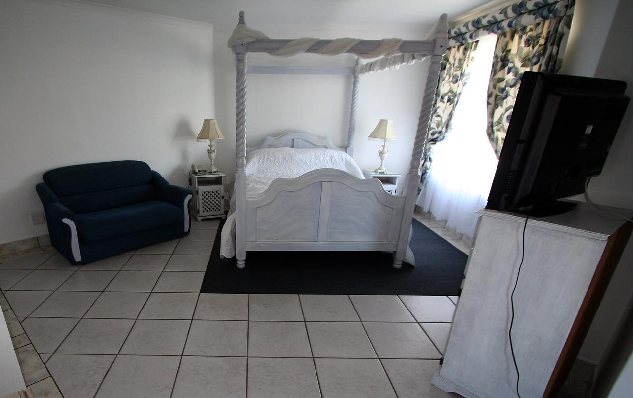 20121116-safrica-hermanus-hotel-misty-waves (17)