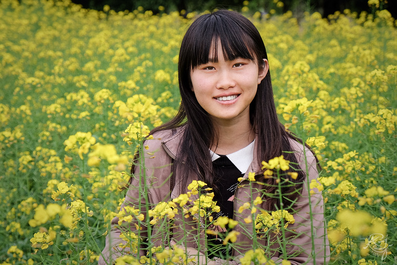 Pretty Girl in a Field of Yellow Flowers (2014-03-13_F0261)