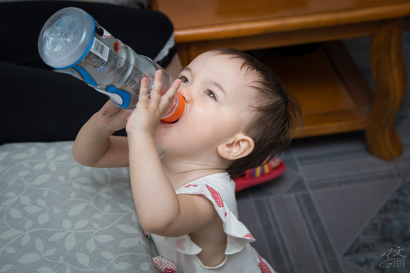 Baby trying to drink from a closed bottle (2013-08-23 2487)