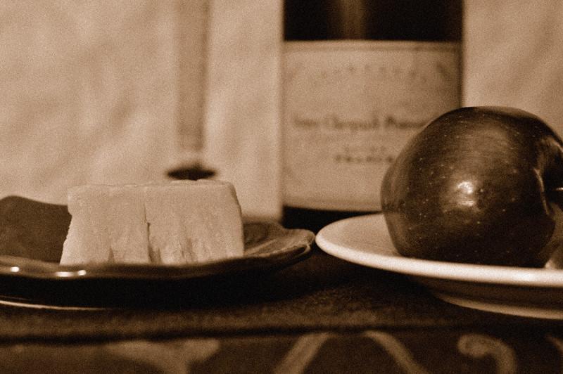 Apple_Cheese_Sepia_Grain