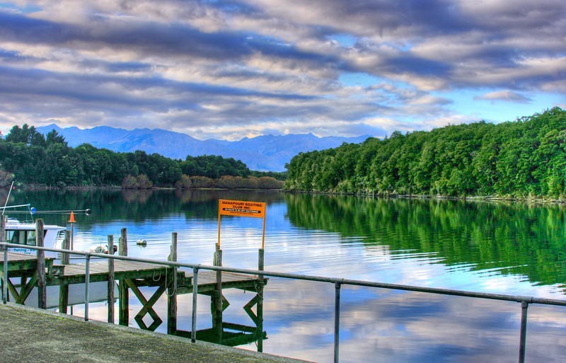 Manapouri Lake.jpg