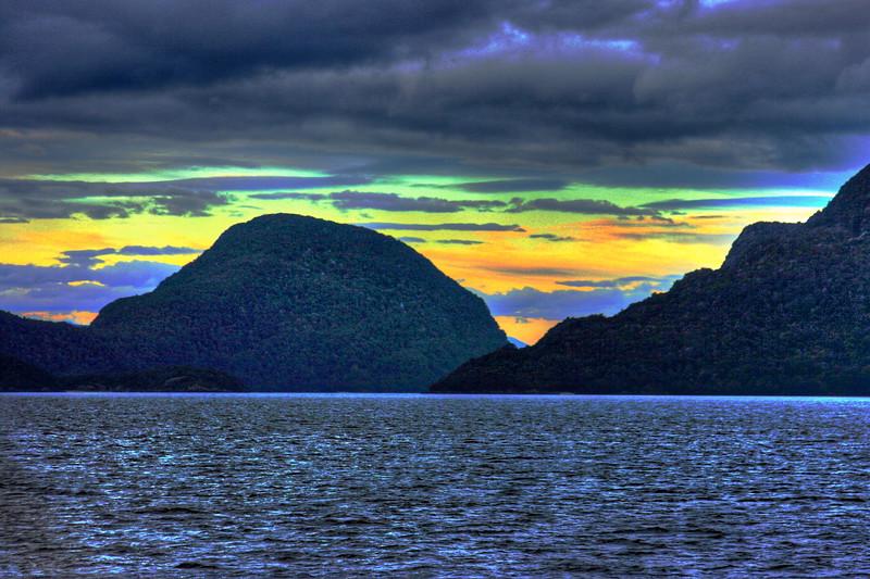 Manapouri lake dusk.jpg