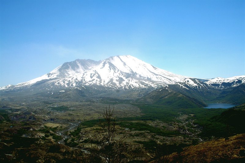 Mt St. Helens and Coldwater lake