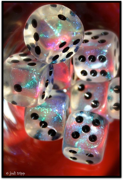 GLITTER DICE ON RED