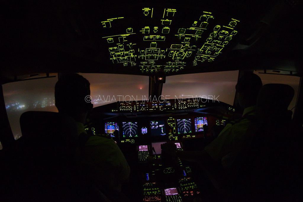 Boeing 777-300/ER | Approach in foggy conditions
