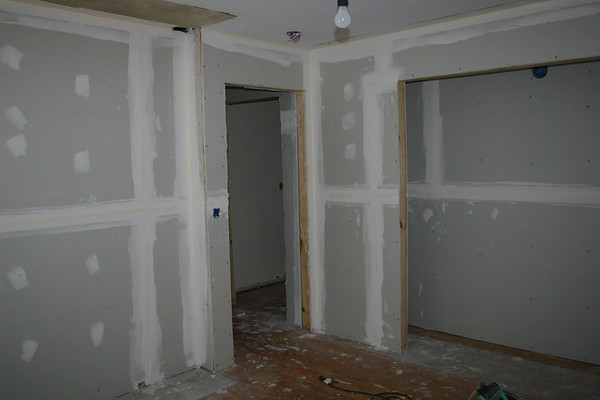Flip #2 - The Azaleadell House: We have walls!
