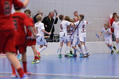 Firande av 3-3- målet Floda IBK vs IBK Lockerud, Coop Forum Cup 2015.