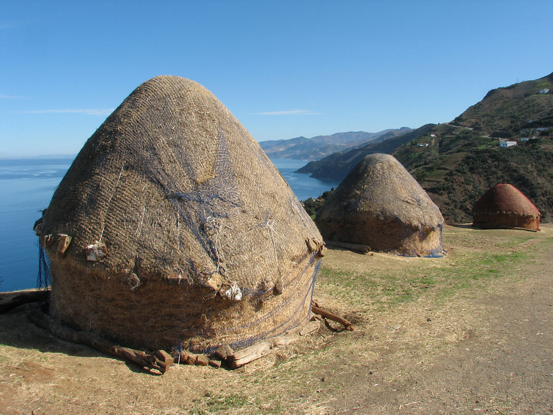 Straw-storage near the coast (Chefchaouen - Talembote - Et-Tlera-de-Qued-Lau - Bou-Ahmed -4- Bab-berret - Bab-Taza - Chefchaouen)