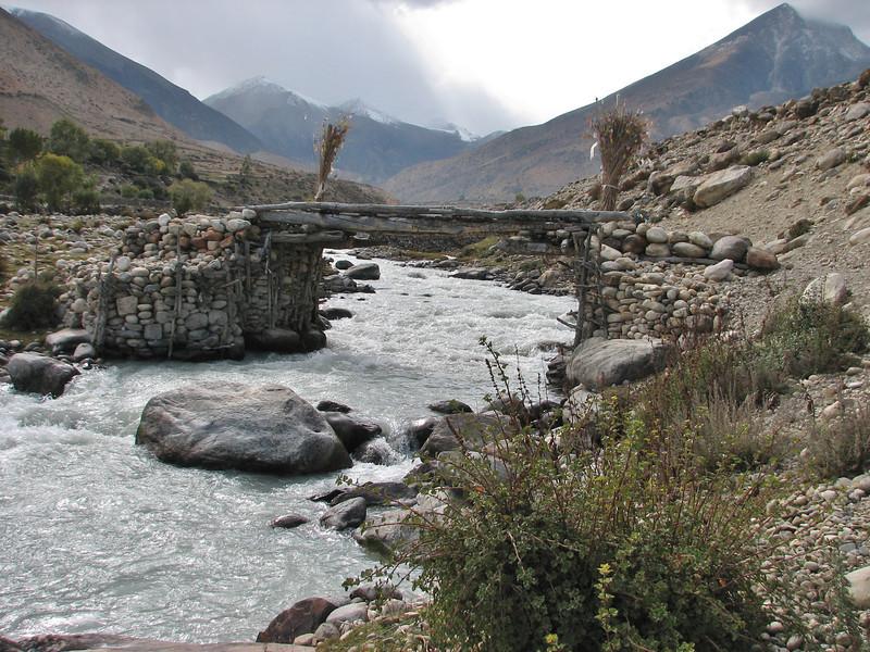 Bridge over the Kharta river, Latse 4050m-Kharta Camp 3710m