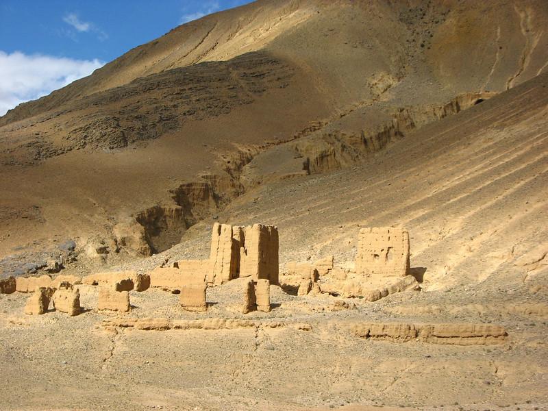 Mud-houses, Latse 4050m-Kharta Camp 3710m