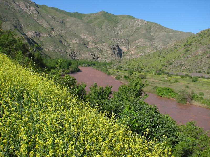 the river Rud-e-Aras = border (Iran, Azarbayjan-e-Gharqi, mountains NE of Mardanqayem, border Iran-Armenia (16)