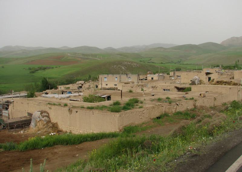 flat houses with a grass roof (Iran, Azarbayjan-e-Gharbi, Galijeh, between Mahabad - Bukan)