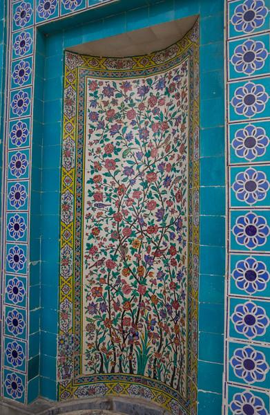 Artfully tiled, Aramgah-e Sa'adi