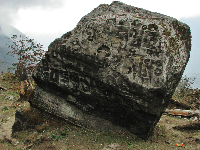 Prayer stone, Zatwrala 3800m-Lukla 2800m