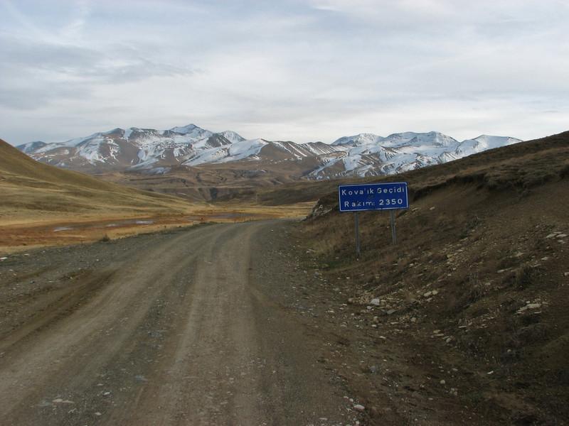 Kovalik Gecidi 2350m, Landscape between Erzincan and Tercan