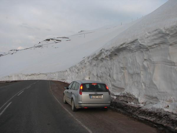 Walls of snow, near Camlibel Gecidi 2640m