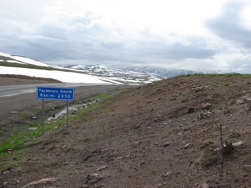 Yaylasuyu Gecidi pass 2330m.