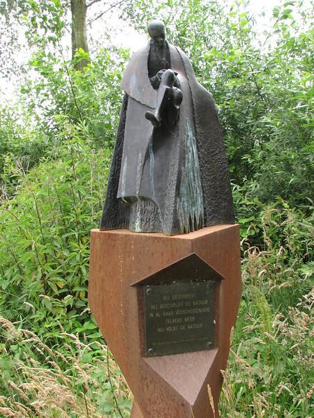 Statue for Victor Westhoff (Korenburgerveen, Natuurmonumenten)