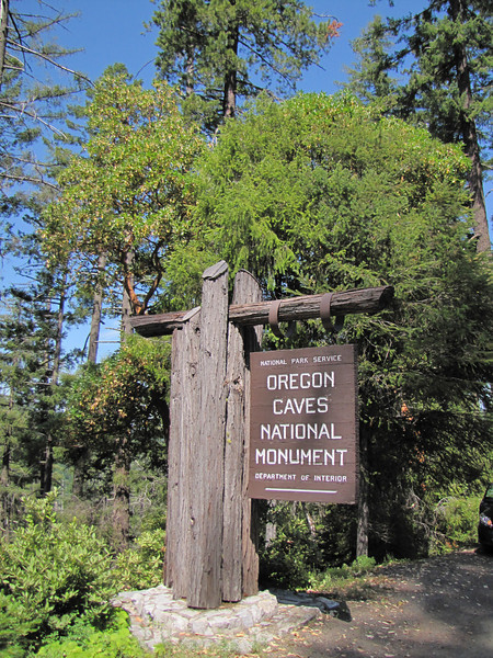 Entrance sign of Oregon Caves National Monument