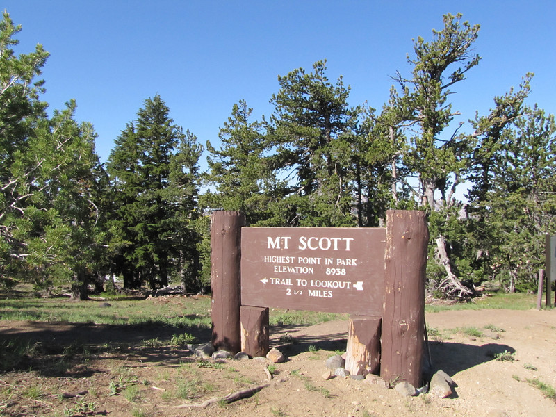Mount Scot 2721m trail, highest point in Crater Lake National Park