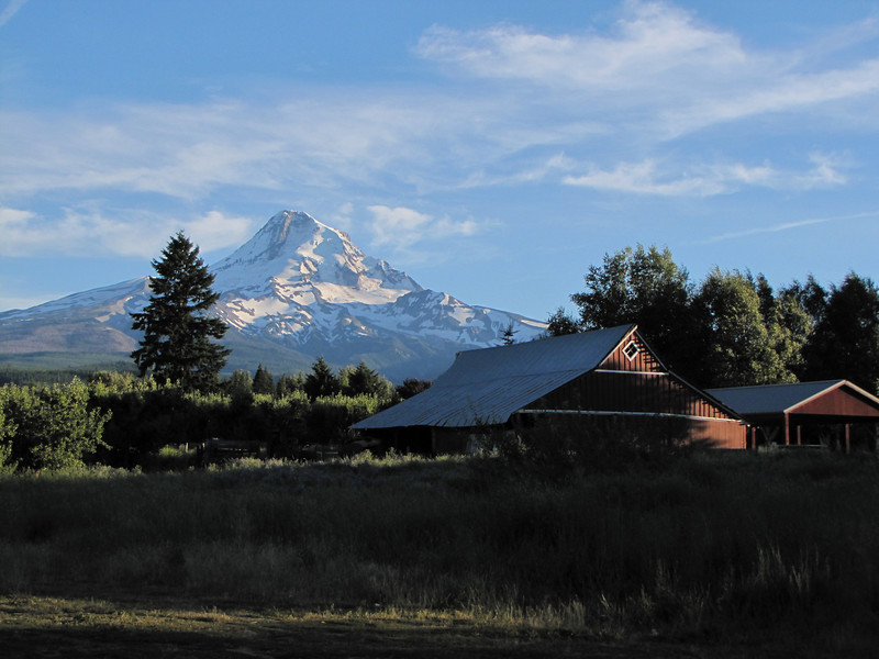 Mount Hood 3426m , South-view from the village Parkdale, Oregon