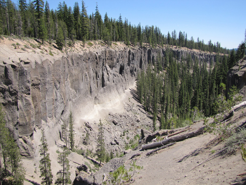 Basalt, vulcanic rock patterns, Crater Lake National Park