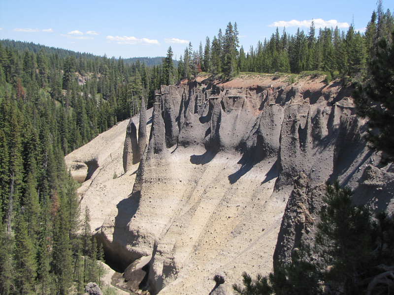 the Pinnacles, erosion patterns, near Lost Creek Campsite. Crater Lake National Park