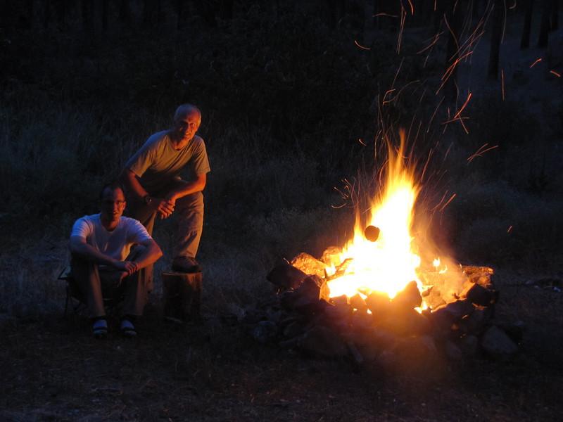 Kees Jan van Zwienen and Marijn van den Brink, Campfire at our campsite (near Cashmere - near Wenatchee, Washington)
