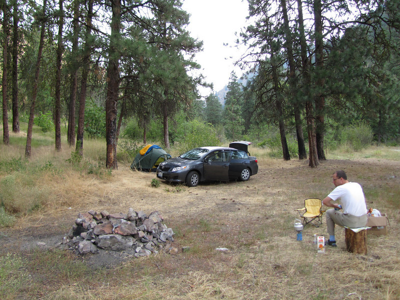 quick breakfast, camp site near Cashmere (road 2) Wenatchee National Forest
