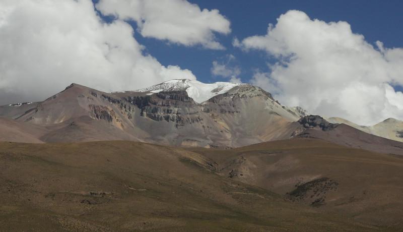 Volcano Isluga 5530m (active)