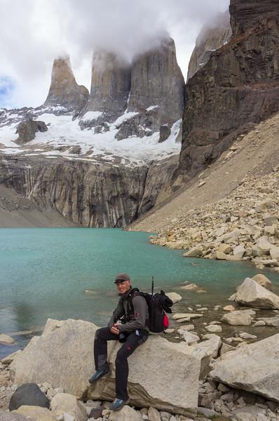 Torres del Paine = Torre Sur 2850, Torre Central 2800, Torre Northe 2248 Cerro Nido de Cóndor 2243m