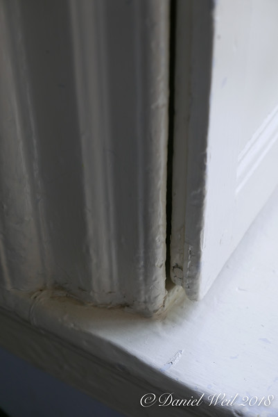 Interior window shutter fitting into recess in window casing