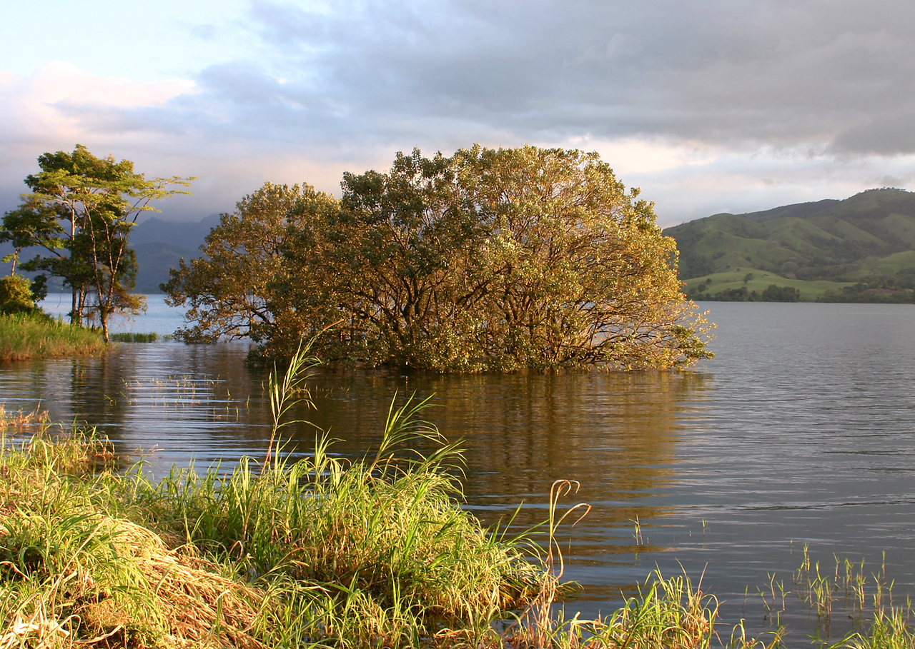 Lago Arenal, January 2005