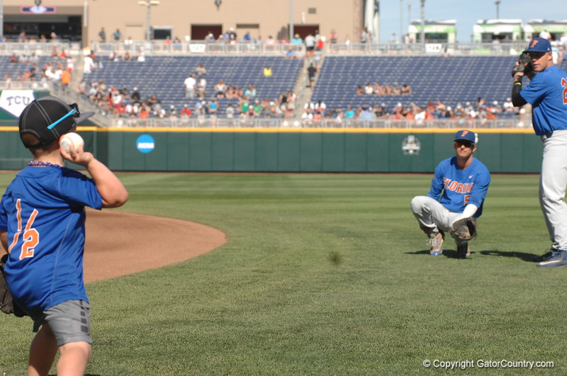 Finn O'Sullivan throws to Dalton Guthrie and JJ Schwarz stands in as the batter.