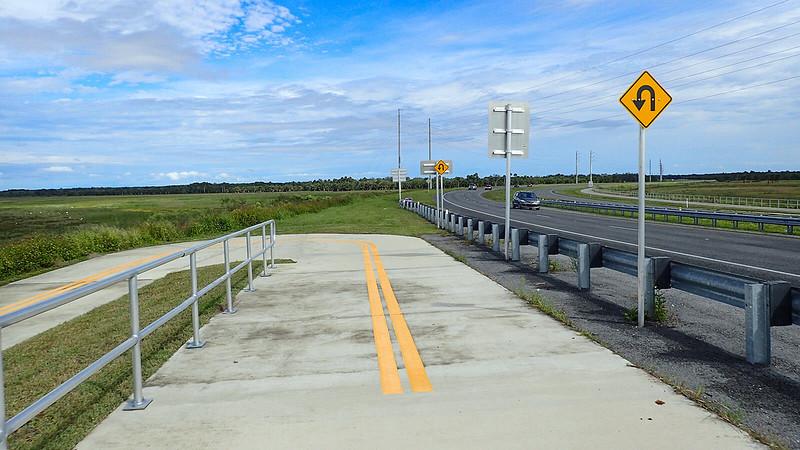 U curve in bike path at river