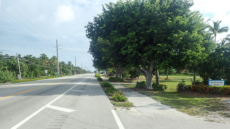 Switching from bike path to bike lane