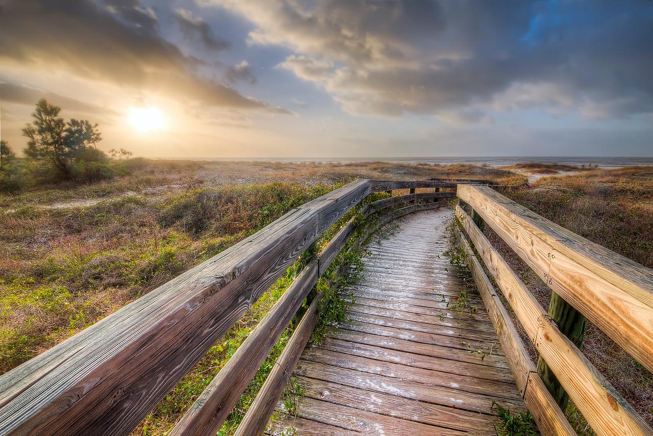 Walkway to Salinas Park Beach